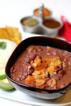 Fríjoles con Pezuña   www.antojandoando.com Colombian Dishes, My Colombian Recipes, Colombian Cuisine, Fun Easy Recipes, Healthy Recipes, Pork Recipes, Cooking Recipes, Cuban Recipes, Sicilian Recipes