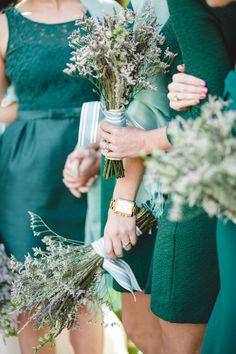Unexpected colour combination that works! Emerald dresses + aqua shawls + lavender bouquets!
