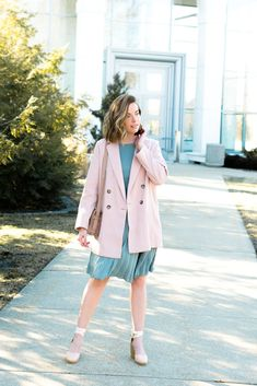 Spring is a busy time! Here's what to wear to all of your formal events from graduations, weddings, and more! Spring Outfits, Winter Outfits, Spring Shoes, Espadrilles Outfit, Spring Fashion, Autumn Fashion, Good Color Combinations, Spring Trends, Up Styles