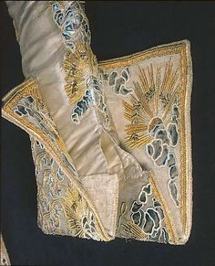 Groom's attire belonging to Gustav III of Sweden, silver and gold embroidery on silk brocade, Royal Armoury collection 18th Century Clothing, 18th Century Fashion, Historical Costume, Historical Clothing, Couture Details, Fashion Details, Mode Renaissance, 18th Century Costume, Gents Fashion