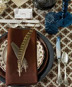 14 of the Most Gorgeous Thanksgiving Tables: Elegant Table Setting with Feathers