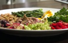 THE ULTIMATE SUMMER DINNER PARTY SALAD— SALAD NIÇOISE #Tonjastable.com
