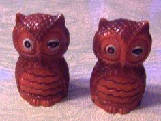 vintage-plastic-winking-owl-salt-and-pepper