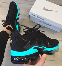 Cute Sneakers, Shoes Sneakers, Converse Boots, Shoes Heels, Kicks Shoes, Sneakers Fashion Outfits, Nike Air Shoes, Hype Shoes, Fresh Shoes