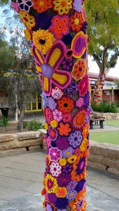 Crochet Tree, Knit Crochet, Amazing Street Art, Yarn Bombing, Painting For Kids, Texture Art, Hand Warmers, Sewing Tutorials, Crochet Projects