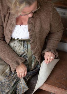 Mit den praktischen Sitzkissen aus Schurwolle bleibst du immer schön warm! Gut zu verstauen und praktisch zum mitnehmen!