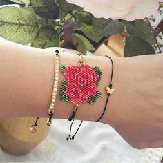 off loom beading stitches Beaded Flowers Patterns, Beaded Bracelet Patterns, Beaded Earrings, Crochet Earrings, Beading Patterns, Bead Loom Bracelets, Handmade Beaded Jewelry, Fabric Beads, Embroidery Jewelry