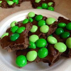 "3-ingredient ""Lucky Leprechaun"" Cookie-Candy Bark | Macaroni Kid"