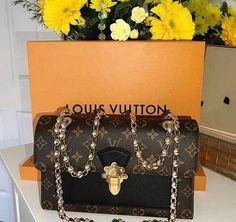 903ce66dca Follow   p i n t e r e s t     id0nutcar3 Luxury Handbags