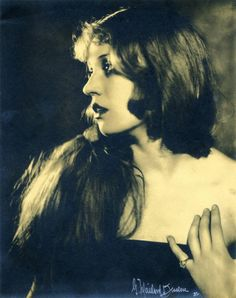 Maria Gambarelli by George Maillard Kesslere, 1922  Also not pretend vintage. Sometimes people in the olden days looked surprisingly modern.