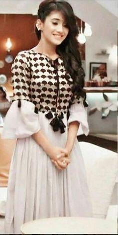 10 Times When Yeh Rishta Kya Kehlata Hai Fame Naira Aka Shivangi Joshi Gave Fashion Goals With Her Casual Looks Party Wear Indian Dresses, Indian Fashion Dresses, Dress Indian Style, Indian Designer Outfits, Designer Dresses, Fashion Outfits, Fashion Hub, Indian Outfits, Party Dresses