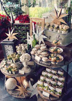 www.kamalion.com.mx - Mesa de Dulces / Candy Bar / Postres / Green & Gold / Verde & Dorado / Candle / Dulces / Bottle / Cupcakes / Macaroons / Christmas / Navidad / Velas / Merry.