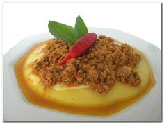 Polenta cremosa, quem vai? | Aqui na Cozinha Special Recipes, Quick Recipes, Cooking Recipes, Side Dishes, Food And Drink, Beef, Desserts, Chutneys, Sign