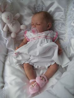 Beautiful Reborn baby girl **Chloe** Any little one or doll collector would love this precious little doll. Reborn Baby Girl, Bb Reborn, Newborn Baby Dolls, Baby Girl Dolls, Reborn Babies For Sale, Reborn Dolls For Sale, Reborn Nursery, Newborn Girls, Real Looking Baby Dolls