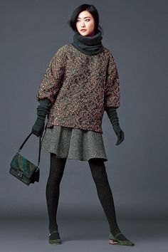 dolce and gabbana winter 2015 women collection 47 Cozy Fashion, Daily Fashion, Autumn Fashion, Fashion Looks, Fashion Outfits, Womens Fashion, Wool Tights, 2015 Fashion Trends, Smart Outfit