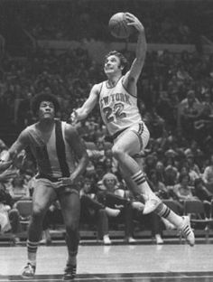 Dave Debusschere - New York Knicks.he also pitched for the Chicago White Sox National Basketball League, New York Basketball, Basketball News, Basketball Leagues, Basketball Legends, Basketball Association, Larry Bird, New York Knickerbockers, Baseball Training
