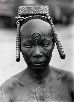 Bakutu woman.  Tshuapa, Bodende, Belgian Congo (today, the Democratic Republic of Congo) |  C. Lamote.  ca. 1957