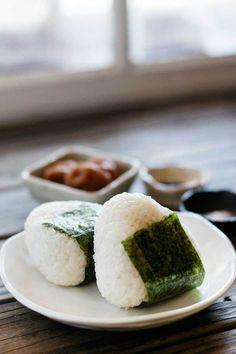 Japanese Rice Balls Onigiri With Cooked Rice Umeboshi Bonito Flakes Soy Sauce Mirin Nori Seaweed Japanese Rice, Japanese Dishes, Japanese Recipes, Japanese Sushi, Japanese Style, Comida Picnic, Tasty, Yummy Food, Aesthetic Food