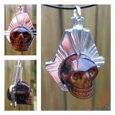 Zilveren hanger met schedel van tijgeroog.