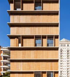 Project: Itaim Vertical; Location: Itaim Bibi, São Paulo; Architect: Márcio Kogan (Studio mk27)