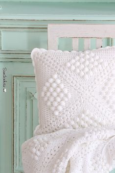 Crochet pillow | Flickr - Photo Sharing! Inspiration only. Love the chenille look.