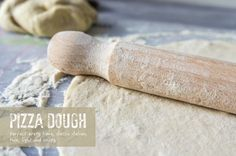 Pizza dough - recipe - Daily Gourmet. Classic italian, thin and crispy pizza base. Very easy to prepare. Delicious every time.