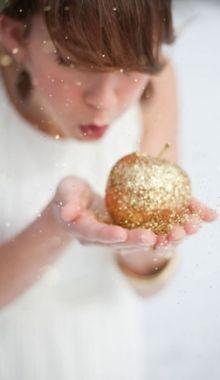 Gold glitter #LillyHoliday