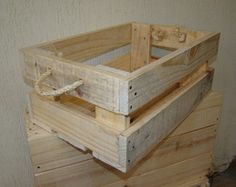 Arts and crafts are a tremendously satisfying way to use your free time. There is something everyone to enjoy when it comes to crafts. Wood Crates, Wood Boxes, Wood Pallets, Art And Craft Shows, Art And Craft Videos, Pallet Crafts, Diy Pallet Projects, Diy Wooden Crate, Craft Kits For Kids