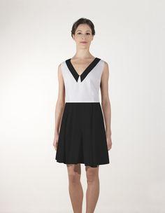 Top V crêpe  et d'une  Jupe patineuse crêpe :               Votre robe est composée d'un Top décolleté V avec col,  fermé dans le dos par une goutte.   et d'une  Jupe patineuse. Longueur 46 cm de la taille pour un 36/38, 48 cm :T40, 50 cm : T42, 52cm : T 44
