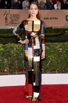 1x1.trans Alicia Vikander de Louis Vuitton en la alfombra roja de los #SAGawards
