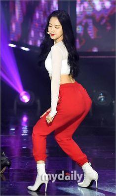 ( *`ω´) ιf you dᎾℕ't lιkє Ꮗhat you sєє❤, plєᎯsє bє kιnd Ꭿℕd just movє ᎯlᎾng. Pretty Asian, Beautiful Asian Women, Son Na Eun, Apink Naeun, Pink Panda, I Love Girls, Sexy Asian Girls, South Korean Girls, Asian Woman