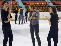 Alex Shibutani gets some Stars on Ice tips from Meryl Davis & Charlie White