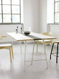 Super simple dining room. The dark stripe on the table prevents it from being too simple