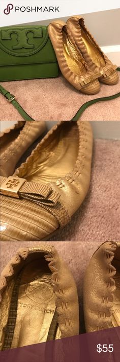 🍂 Tory Burch Bow Ballet Flats 🍂 ▪️women's size 6.5, run true to size▪️very good used condition, only two tiny marks on the outside which you can see in pictures, inside of the shoe, the footbed material has moved a tiny as shown in the picture, doesn't effect the shoe whatsoever but I wanted to mention it- these are adorable & perfect for fall 🍂 Tory Burch Shoes Flats & Loafers