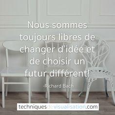 Nous sommes toujours libres de changer d'idée et de choisir un futur différent. (Richard Bach)