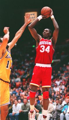 Hakeem Olajuwon was drafted overall by the Houston Rockets in the 1984 to team with Ralph Sampson. Olajuwon won 2 Championships during his 17 seasons with Houston. Sport Basketball, Houston Basketball, Basketball History, Basketball Pictures, Basketball Legends, Basketball Players, Sports Teams, Houston Nfl, Sports Art