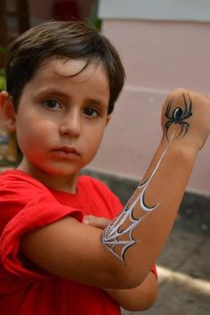 Spiderman face paint on arm - Spiderman face paint on arm - Face Painting For Boys, Face Painting Tips, Face Painting Tutorials, Belly Painting, Face Painting Designs, Paint Designs, Face Paintings, Simple Face Painting, Face Painting Halloween Kids