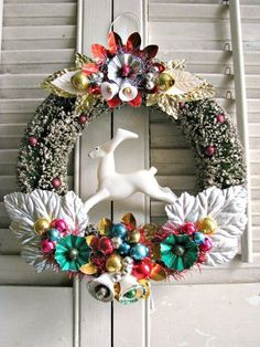 I just love this vintage style wreath