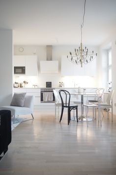 Char and the city - apertment in Helsinki… Room Inspiration, Interior Inspiration, Dining Area, Kitchen Dining, Lets Stay Home, Kitchen Interior, My Dream Home, Sweet Home, Room Decor