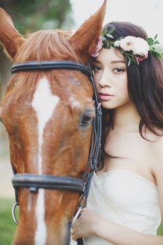 Beautiful bride with horse | One Shoot, Two Looks: Wilderness and Countryside Charm Inspiration