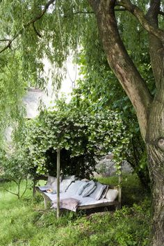 For the garden: An outdoor trellis bench, covered in vines and scattered with pillows, makes for a charming and romantic spot for reading and relaxing (via Everything Fabulous: Happy weekend   Links)