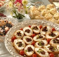 Article on how to plan wedding reception food.