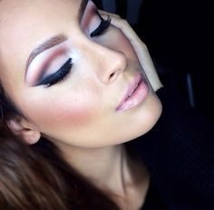 Nude toned lid with a brown cut crease, winged liner, and a nude lip