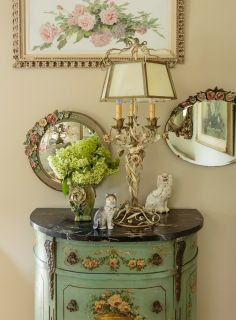 stylist Sunday Hendrickson, photo by Mark Lohman French Decor, French Country Decorating, Country French, Vintage Vignettes, Vintage Decor, Hand Painted Furniture, Recycled Furniture, Shabby Chic Style, Shabby Chic Decor
