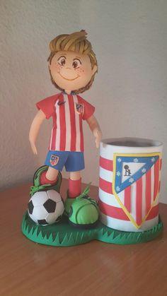 Fofucho FERNANDO TORRES  Portalápices con fofucho futbolista del Atlético de Madrid. Regalo para mi hermana.