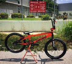 Malaysia's Elite BMX Elmi Jumari - His custom 2015 Meybo frame and Sniper hubs, finished with full BOX components. Bmx Bandits, Levi Jackson, Best Bmx, Retro Bikes, Bmx Racing, Bmx Freestyle, Dirt Biking, Bmx Bikes, Everything
