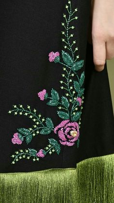 Zardozi Embroidery, Border Embroidery Designs, Hand Embroidery Dress, Kurti Embroidery Design, Tambour Embroidery, Hand Embroidery Videos, Bead Embroidery Patterns, Embroidery On Clothes, Couture Embroidery