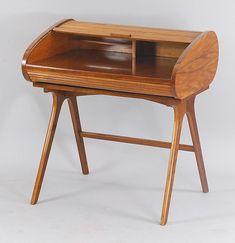 Biurko żaluzjowe, lata 40/50. XX w., biurka takie były elementem wyposażenia salonów Mody Polskiej.