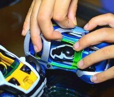Une collection de petites voitures à fabriquer soi-même et à guider d'un seul doigt ! #Modarri #ThoughtfullToys #PetitesVoitures