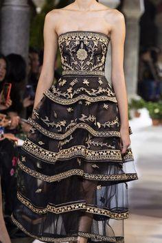 Oscar de la Renta bei der New York Fashion Week im Herbst 2020 Set Fashion, New York Fashion, Look Fashion, Runway Fashion, High Fashion, Fall Fashion, Fashion Pics, Young Fashion, Womens Fashion